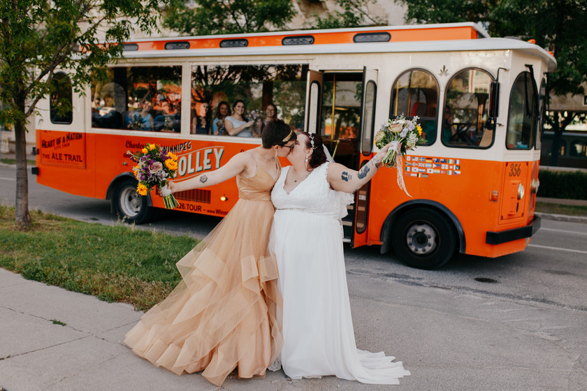 Same Sex Wedding Winnipeg, Upper Fort Garry Wedding, Elopement Winnipeg, Winnipeg wedding photographer, Wedding Photos, Lesbian Wedding