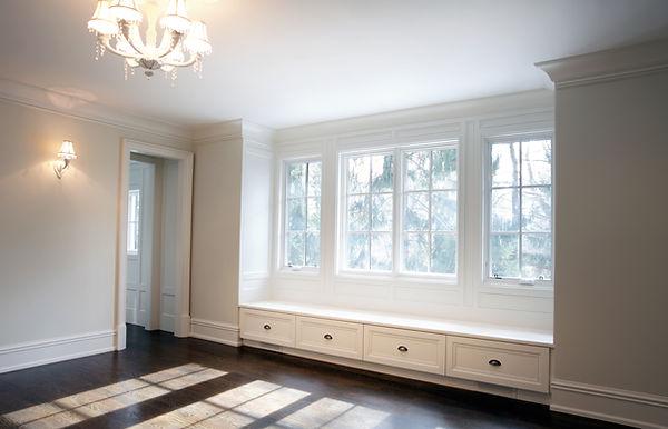 Белая пустая комната