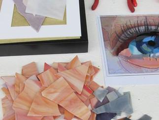 In unserer 4. Ausbildungseinheit erlenern unsere Studenten die Erstellung eines Flachglasmosaiks