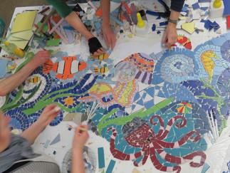 """In unserem Modul """"Keramik"""" geht es um die Gestaltung einer Grundschule mit Mosaik…"""