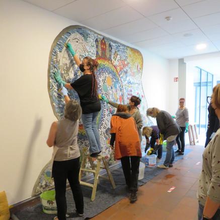Auftragsbezogenes Arbeiten – unser Mosaik gelangt ins Leben
