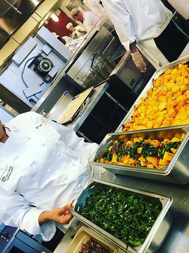 Students prepare healthy food