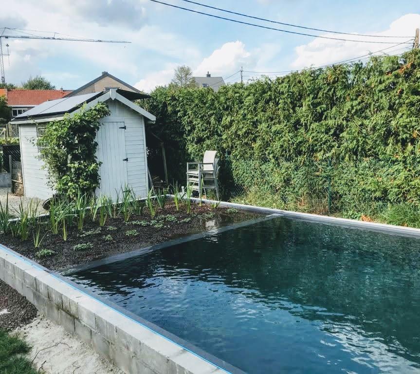 Off-grid voor zwemvijver geinstalleerd in tuinhuis te Bertem