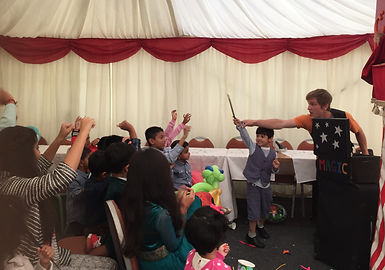 Childrens Entertainer Bagshot, Magic Show. For birthday parties and events in Surrey