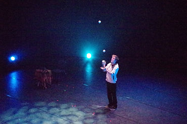 Cai Lear Juggling Show London