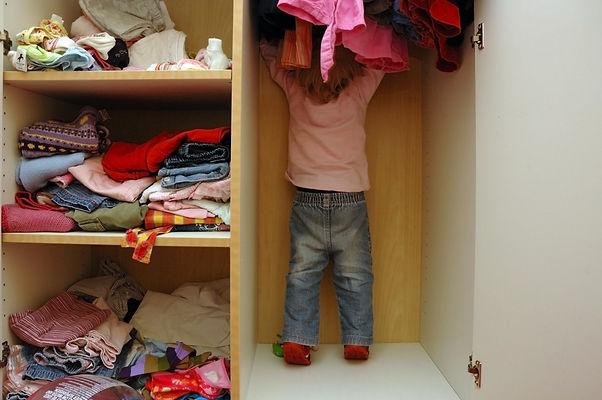 шкаф в детской, ребенок в шкафу