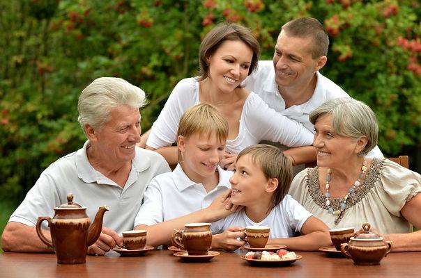семья, мама, папа, дедушка, бабушка, дети, сыновья, чай, застолье, семейное чаепитие