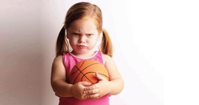 девочка, мяч, упрямство