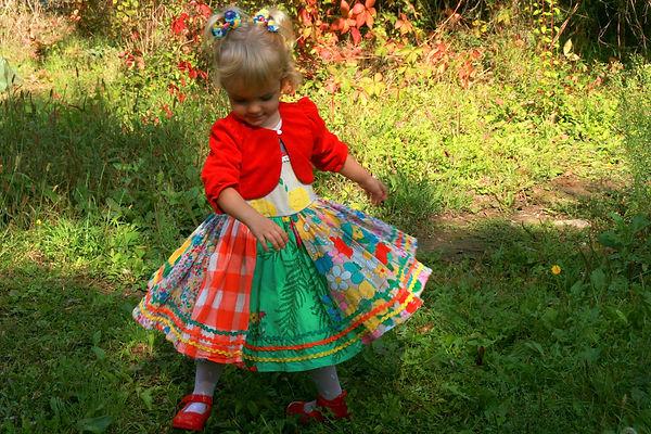 девочка в платье, девочка кружится
