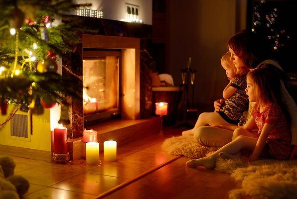 камин, елка, свечи, семья, дети, мама