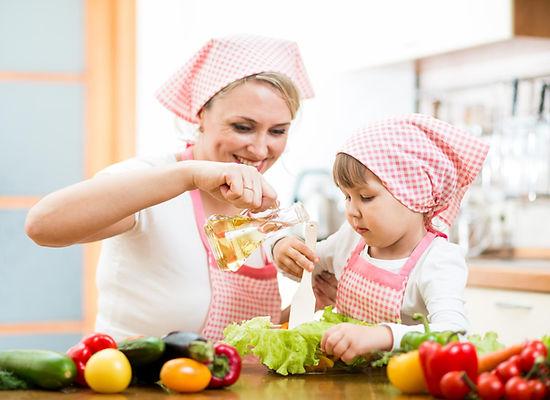мама, дочька, дочь, готовят, кухня