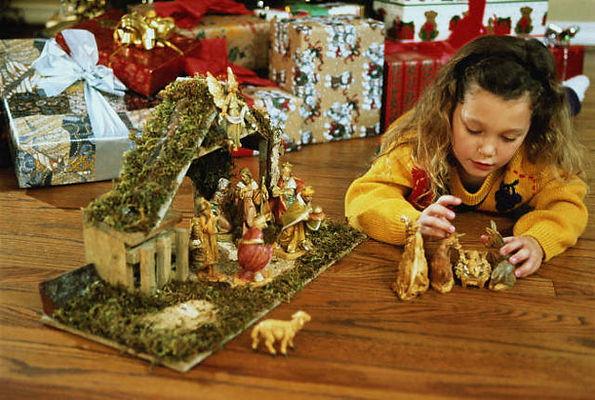 рождество, вертеп, новый год, подарки, девочка