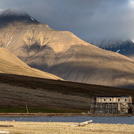 Dünyanın En Kuzeyinde Yaşam: Svalbard ve Jan Mayen