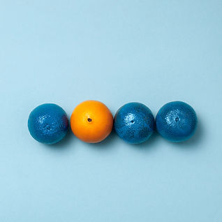 line-blue-oranges-with-one-clean-orange.