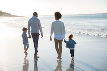 ビーチでの家族