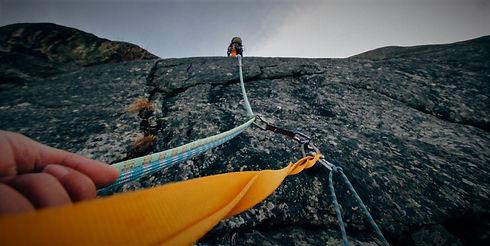 rock-climbing-1283693_1920.jpg