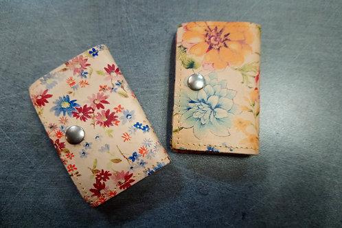 Petit porte monnaie fleurie en cuir naturel