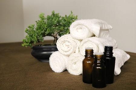essential-oils-3931427_1920.jpg