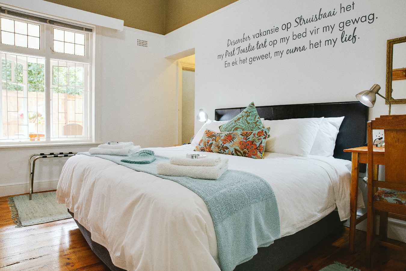 Wonderbaarlijk Bredasdorp Guest House/ Bed and Breakfast | 6 on Kloof Gallery TD-66