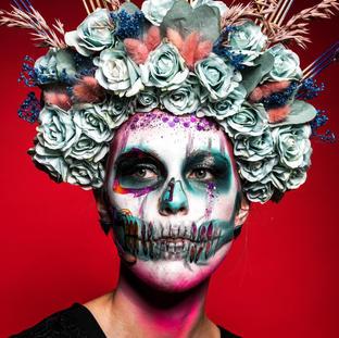 Magnificent skull met zelfgemaakte Headdress