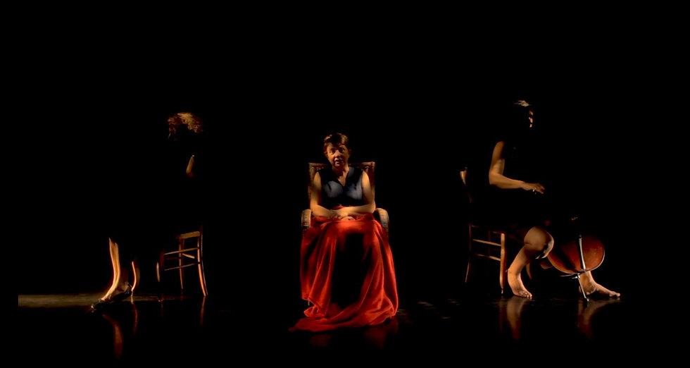 Christophine, centenaire aux poings serrés, trio théâtral et musical