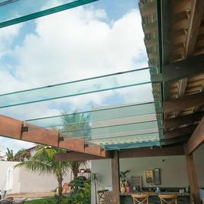 Pergolados: qual o vidro ideal para a cobertura?