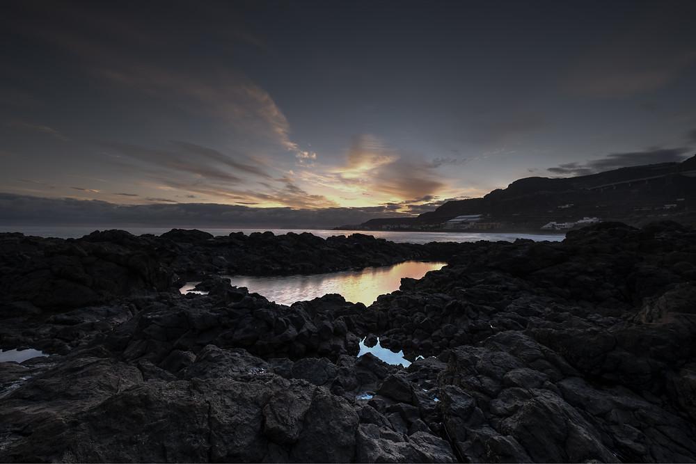 Amanecer en los alrededores de la Playa de Vagabundos en Santa María de Guía, litoral del norte de Gran Canaria