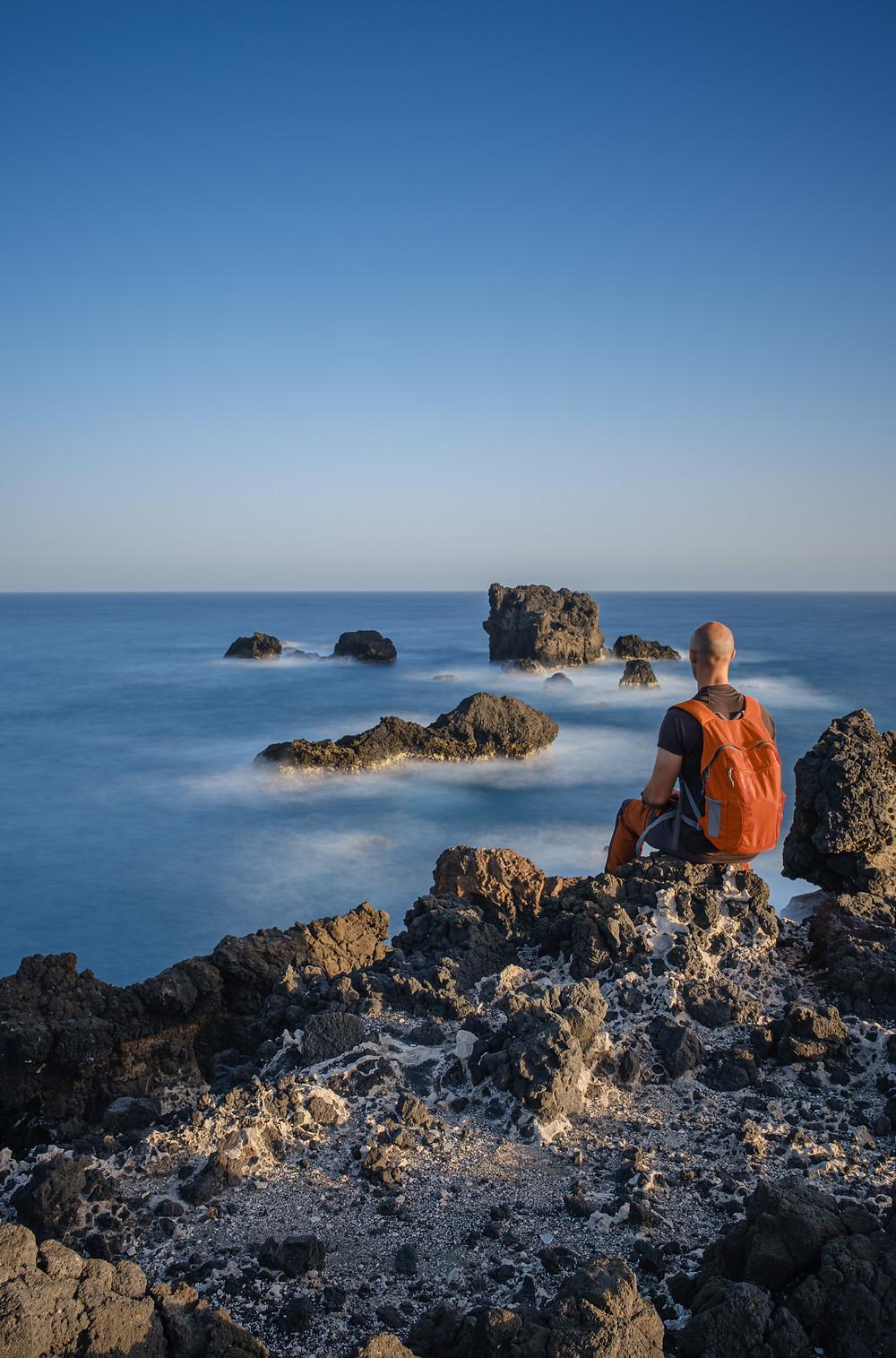 Autorretrato larga exposición en El Roque, Punta de Arucas, costa del norte de Gran Canaria