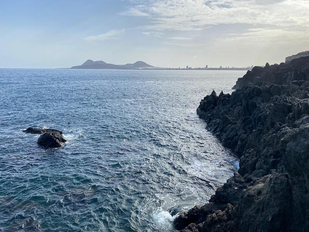 Fotografía de la Isleta desde El bajo de Agustín diablo. Bajo la carretera del norte de Gran Canaria