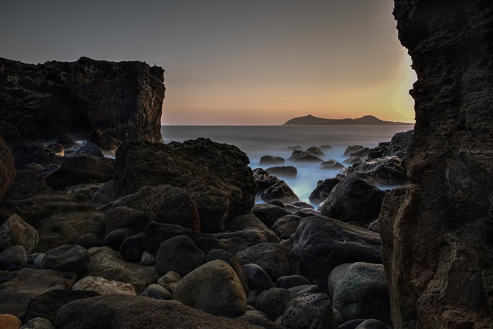 Espectacular fotografía de larga exposición en playa de Punta de Arucas, litoral del norte de Gran Canaria