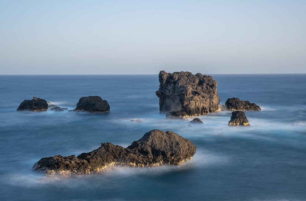 Fotografía de larga exposición de El Roque, Punta de Arucas, litoral del norte de Gran Canaria