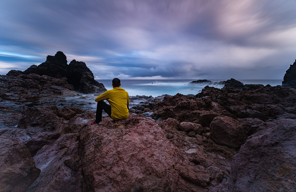 Fotografía artística bufadero de Punta la Salina. Zona volcánica de la costa de Arucas. Modelo Joel.