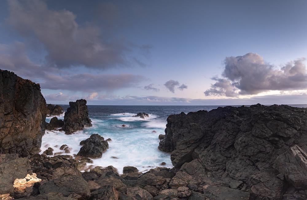 Fotografía panorámica de la zona volcánica de  Punta la Salina en la costa de Arucas