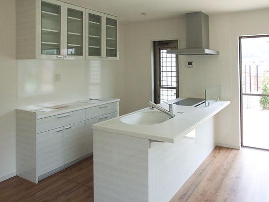 キッチンと食器棚