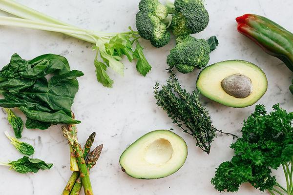 sliced-avocado-fruit-and-green-vegetable
