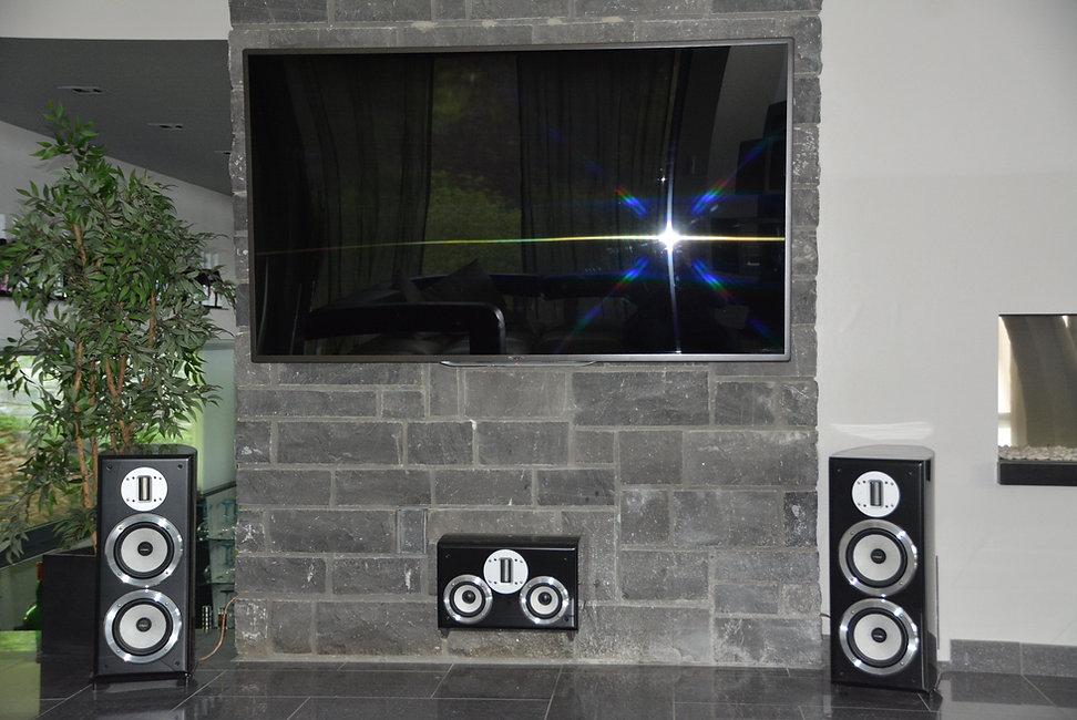 Installation home cinéma 7.1 avec sub encastrés