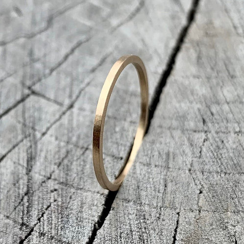 9ct gold band - 1mm wide