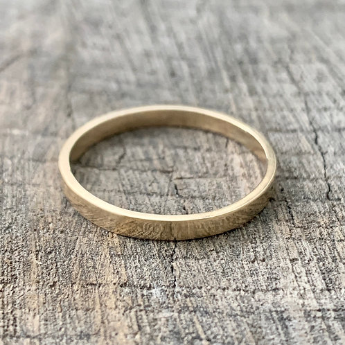 9ct gold band - 2mm wide
