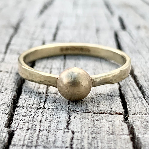 'Golden glow' 9ct gold ball ring - size L / M