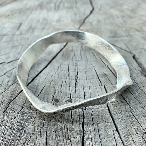 'Wave to me' Sterling silver bangle