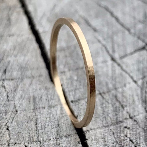 18ct gold band - 1mm wide