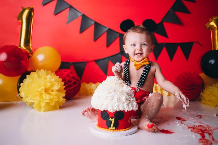 Cake Smash Photographer - Milestone Photos - 1 year Portraits
