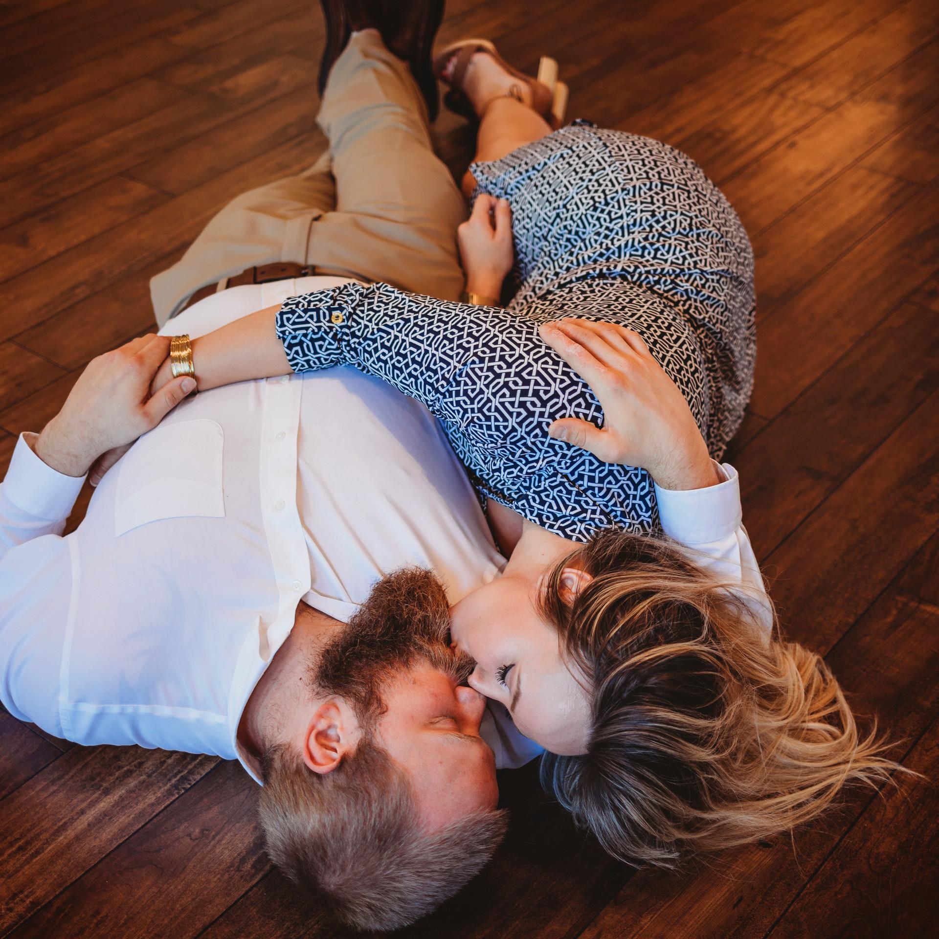 Couples Photo - Engagement Photographer - couples pictures - Lifestyle photographer