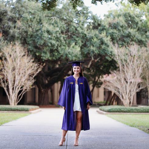 Senior Photographer - senior pictures - college grad photo