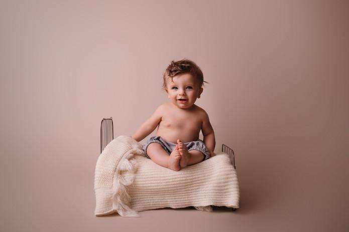 Baby Photographer - Milestone Photos - 6 Month Portraits