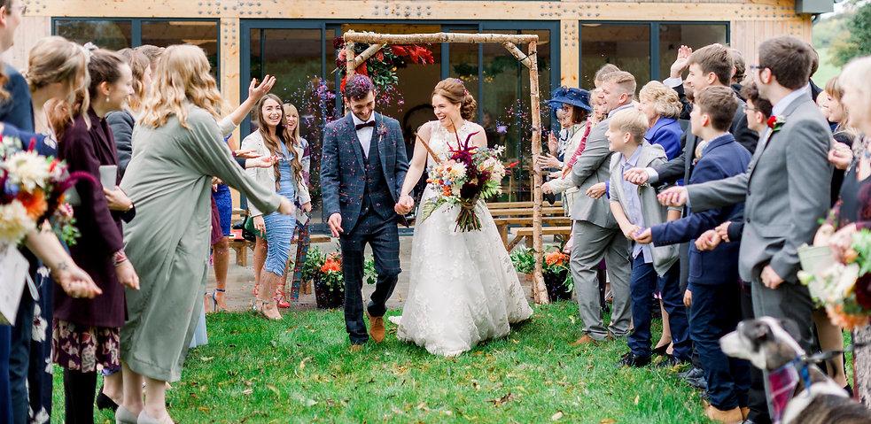 confetti moment_bride and groom_devonwed