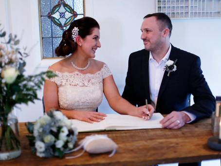 An Intimate Wedding Venue for Vicki and Pete's Small Wedding