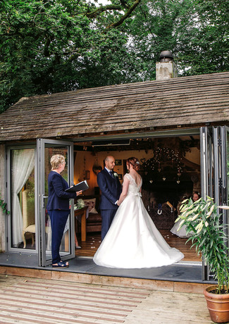 Elopement in the Summer House