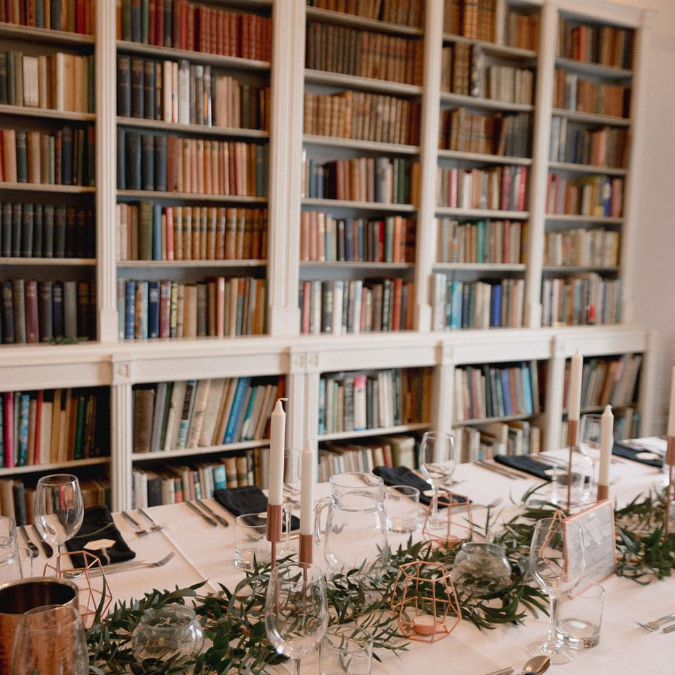 Beaituful styling at Porthpean House, a small wedding house by the sea