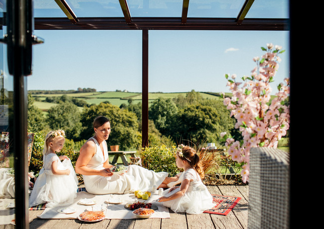 Relaxed Dinning Family Elopement Tree Top Escape